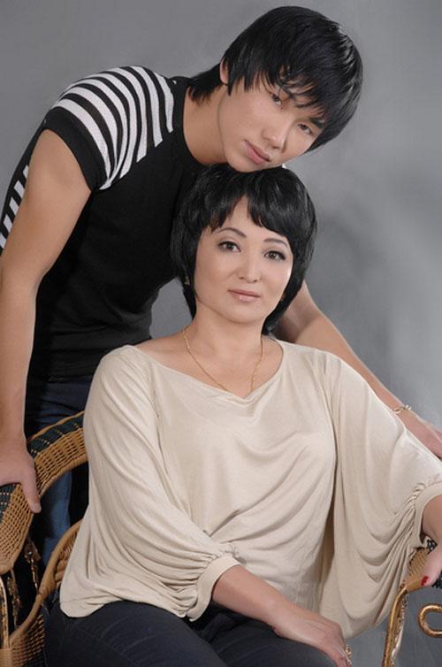 Кайрат Нуртас фото с мамой 2013
