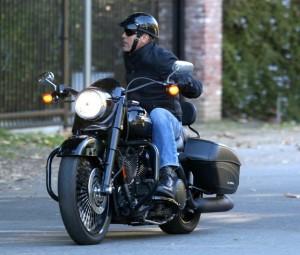 Джордж Клуни пересел на байк