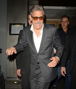 Джорджа Клуни запечатлели навеселе
