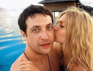 Александра Савельева на отдыхе с мужем