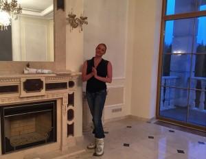 Анастасия Волочкова в своем доме