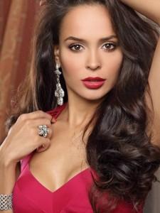 На Анну Калашникову подала в суд модный дизай...