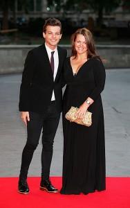 Луи Томлинсон с мамой. Фото