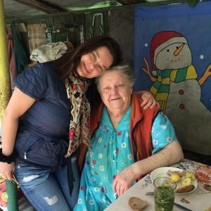 Наташа Королева с бабушкой. Фото