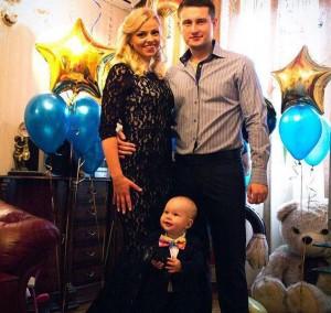 Оксана Стрункина с мужем и сыном. Фото