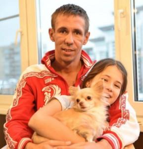 Алексей Панин с дочерью. Фото