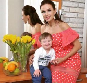 Эвелина Бледанс с сыном. Фото